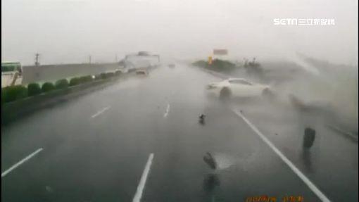 貨車遇雨疑水漂失控 後方駕駛美技閃過