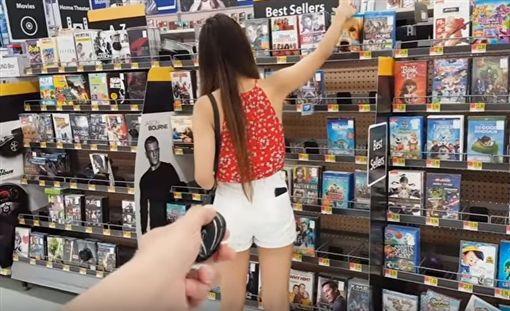 美國YouTuber讓女友穿上搖控式情趣震動內褲/YouTube