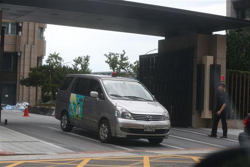 蔡正元南港住家遭檢調搜索。(圖/鏡週刊提供)