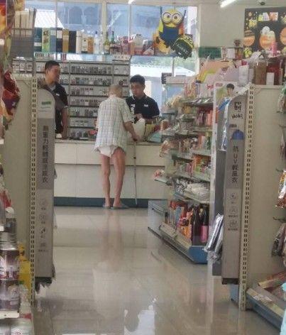 超暖全家超商店員護送尿布老翁/臉書