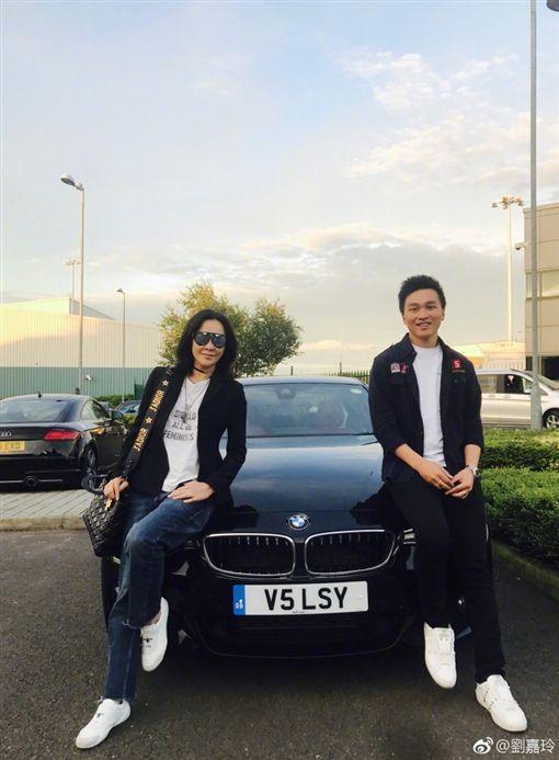 劉嘉玲超寵愛姪 畢業送黑色奢華跑車圖/翻攝自微博