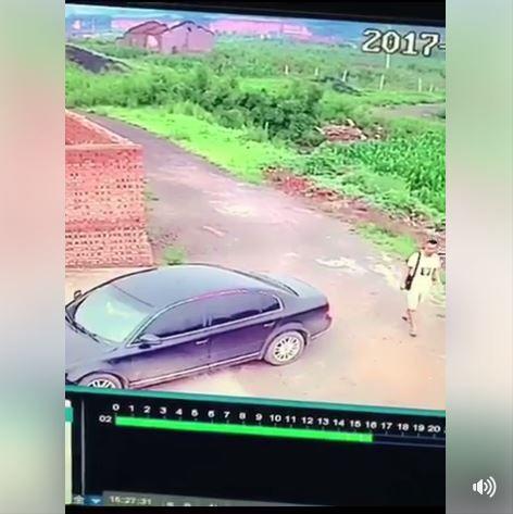 偷車,小偷,大陸,車震,做愛,車門(圖/翻攝自臉書)