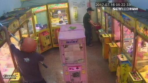駕賓士偷遍南北兌幣機 見警撒錢逃