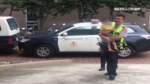 三歲男童趴趴走 奶爸員警換尿布又請吃糖