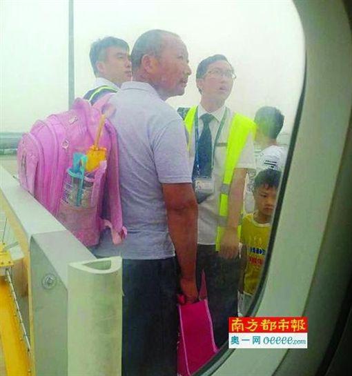 北京飛上海吉祥航空班機 家長帶小孩逃票/南方都市報