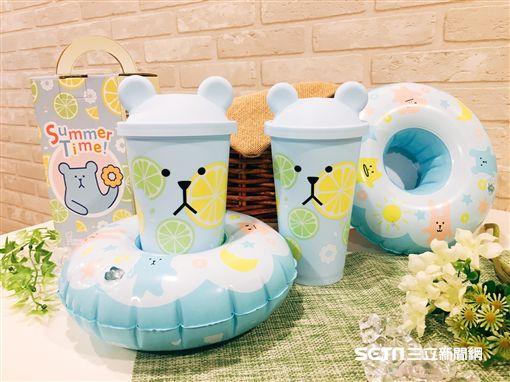 宇宙人環保對杯組,夏日充氣杯座。(圖/Mister Donut提供)