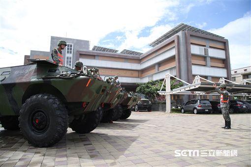 海軍陸戰隊AAV-7兩棲突擊車出動救災 國防部提供