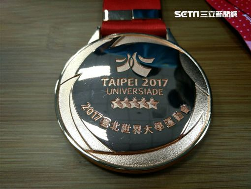 ▲台北世大運獎牌背面設計。(圖/記者林辰彥攝影)