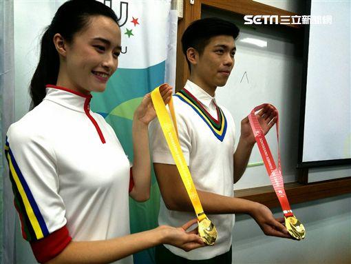 ▲台北世大運獎牌織帶正面。(圖/記者林辰彥攝影)