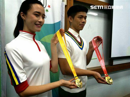 ▲台北世大運獎牌織帶背面。(圖/記者林辰彥攝影)