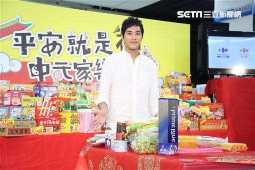 藍正龍為大賣場中元節促銷擔任代言人,溫馨回憶兒時普渡趣事