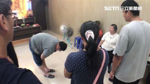 萬丹,靈堂,上香,護理師,護理師老公,屏東(圖/翻攝畫面)