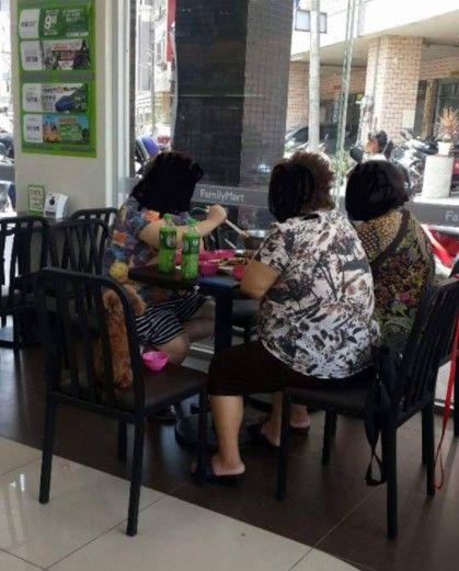 3位大媽在全家超商煮食物/爆廢公社 ID-1000988