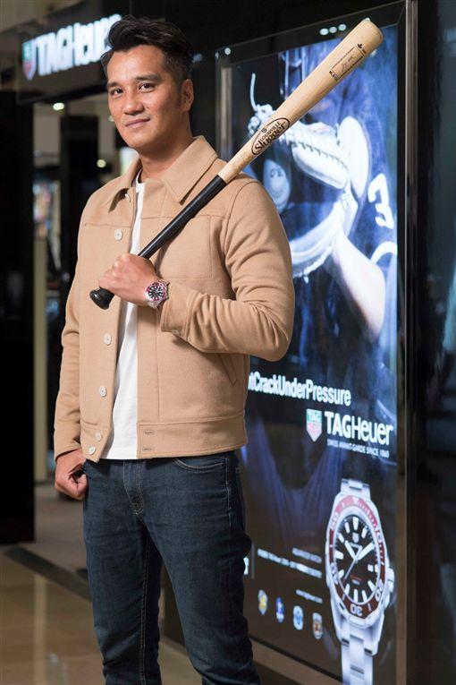 健康陽光的馬志翔導演受邀出任台北市傳遞火炬手,為世大運送上祝福。(圖/《台北畫刊》提供)