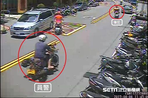 謝嫌從超越員警潘宗麟引起潘員注意,發現是轄區慣竊。(圖/翻攝畫面)