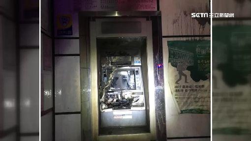 """ATM暗夜燒起來! 疑人為縱火警稱""""電線自燃""""?"""