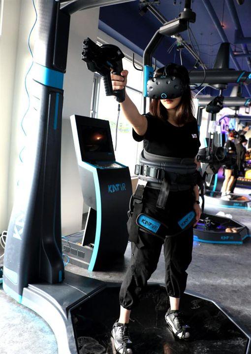 全台最大VR體驗館,麗寶VR玩到飽,推出全新「無限騎士VR」,最低1.6折起。