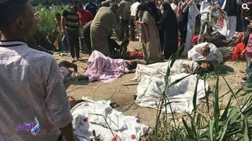 埃及亞歷山大兩列火車相撞 已知20死千人傷(圖/翻攝自騰訊新聞)