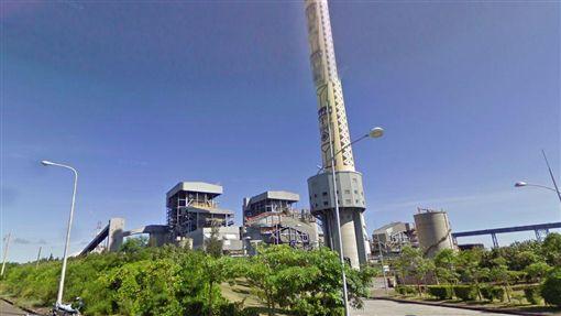 和平電廠輸電塔倒塌 估15工作天修復颱風尼莎造成花蓮民營電廠和平電廠的輸電鐵塔倒塌,電廠人員31日徒步進入山區,了解損壞情況,預估要15工作天完成修復。圖為電廠輸電鐵塔倒塌空照情形。(民眾提供)中央社記者盧太城花蓮傳真 106年7月31日