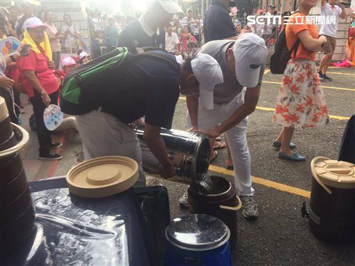 世大運花車踩街 慈濟提供229桶茶水及醫療服務