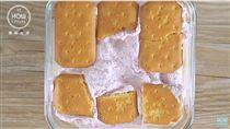 影/不用烤箱!孔雀餅乾變身超美味冰盒蛋糕