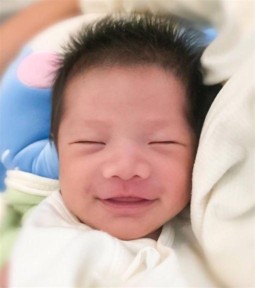 宥勝,兒子,剴剴,Yolo,滿月,蕾蕾(圖/翻攝自宥勝臉書)
