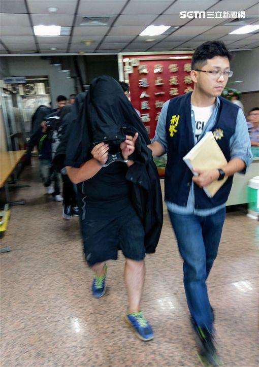 警方將林姓主嫌及男客移送法辦。(圖/翻攝畫面)