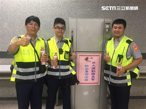 忠孝警友站設立「元氣補給站」替辛苦執勤的警們加油打氣。(圖/翻攝畫面)