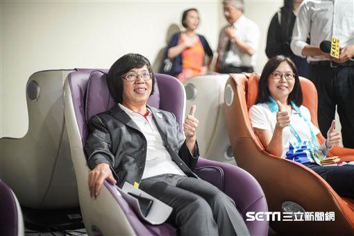 世大運主新聞中心今天下午舉行開幕式,由世大運執行長蘇麗瓊等人舉行揭幕儀式。 圖/記者林敬旻攝