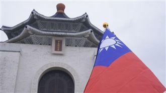 中華統一促進黨成員聚集中正紀念堂護蔣公銅像 圖/記者林敬旻攝