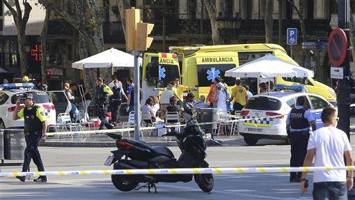 西班牙巴塞隆納恐怖攻擊、蘭布拉大道(Las Ramblas)恐攻/(圖/美聯社/達志影像) ID-1014413