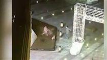16:9 景觀噴泉燈漏電…女童誤踩身亡 奶奶、母親為救人全被電倒 圖/翻攝自騰訊 https://v.qq.com/x/page/y0540lgaf1t.html