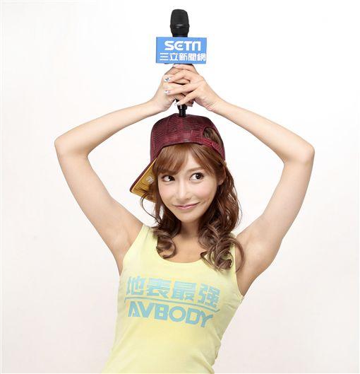日本AV女優明日花綺羅接受三立新聞網獨家專訪。(記者邱榮吉/攝影)