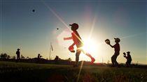 16:9 棒球 傳接球 KGB 圖/攝影者Mayr, Flickr CC License https://www.flickr.com/photos/mayr/1553426223/