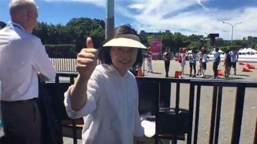 世大運滑輪溜冰馬拉松比賽 蔡英文現身凱道為選手加油/蔡英文臉書