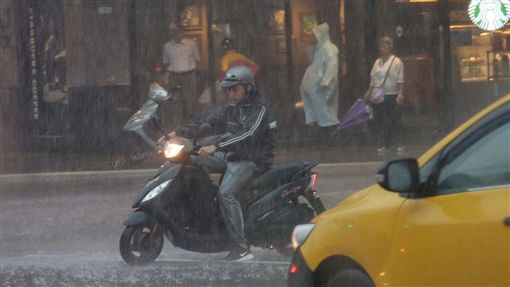 天氣,下雨,對流,氣象圖/中央社