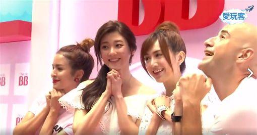 愛玩客主持人吳鳳和艾美,來到Chocola BB的展覽找老朋友,翁滋蔓和林逸欣。(截取自愛玩客臉書)
