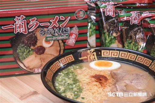 一蘭拉麵新發售一蘭拉麵附一蘭特製赤紅辣椒粉 圖/記者林敬旻攝