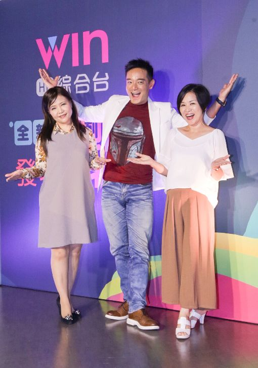 WIN TV新節目 知名主持群助陣(2)台灣優視媒體科技公司旗下「WIN TV綜合台」推出多個新節目,型態涵蓋時事、體育、食安、知性等多面向。節目主持人楊月娥(右)、岑永康(中)、謝宜芳(左)12日在台北出席記者會為節目宣傳,盼以優質內容吸引閱聽人。中央社記者裴禛攝 106年9月12日
