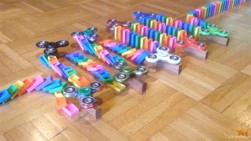 骨牌,指尖陀螺,創意,Taikamuna,玩法,流行,玩具(圖/翻攝自YouTube)