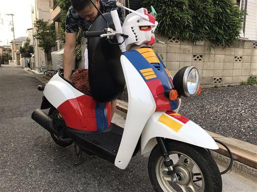 沒人可阻止日本人!小綿羊機車神改裝 「鋼彈龍頭」超煞氣圖/翻攝自ryo_gs400 Twitterhttps://twitter.com/ryo_gs400/status/906518501799608320