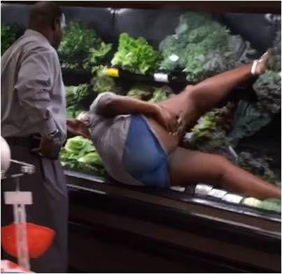 超市,蔬菜,蔬果,美國,生菜,洗澡 圖/翻攝自YouTube