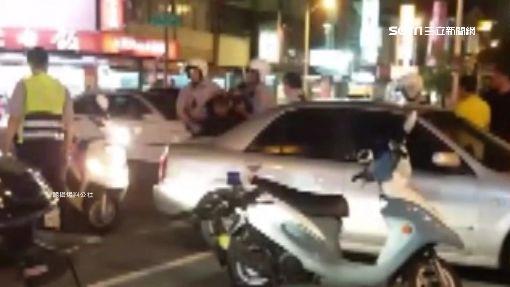 駕駛無照大燈故障被攔 罵警搶酒測器