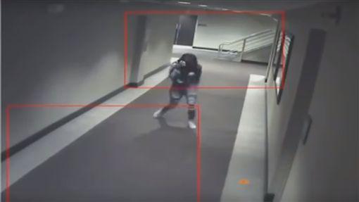 少女離奇死亡,芝加哥,奧黑爾皇冠廣場酒店(https://www.youtube.com/watch?v=re7HNzyMtT0)