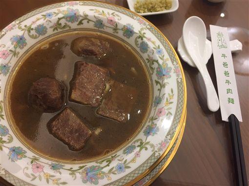 牛爸爸牛肉麵一碗一萬元,CNN認證世界最貴。(記者郭奕均攝影)