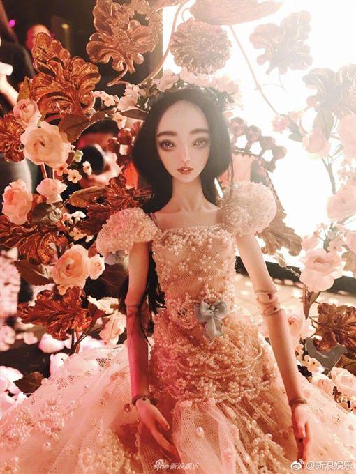 ▲這款娃娃價格高達9百萬台幣。(圖/翻攝微博)