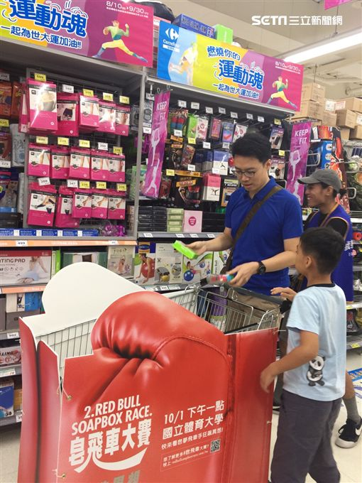 鼓吹超速狂飆 飛車手出沒台北捷運、家樂福?!
