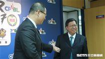 鄭文燦和吳志揚同台出席亞冠熱身賽記者會。(圖/記者王怡翔攝)