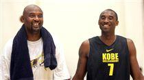 Kobe Bryant與父親Joe Bryant(ap)