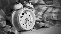 鬧鐘、起床、賴床/pixbay